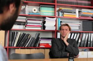 Kari Jormakka im Gespräch mit dem Mies-Magazin (Bild: Mies Magazin)