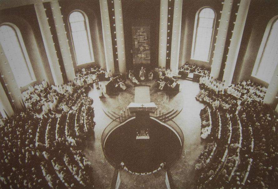 Altarweihe in der Hedwigskathedrale durch Kardinal Bengsch, 1963 (Bild: LDA, Berlin)