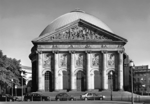 Die Hedwigskathedrale, zwischen Bebelplatz und Französischer Straße gelegen (Bild: Landesdenkmalamt 2001)