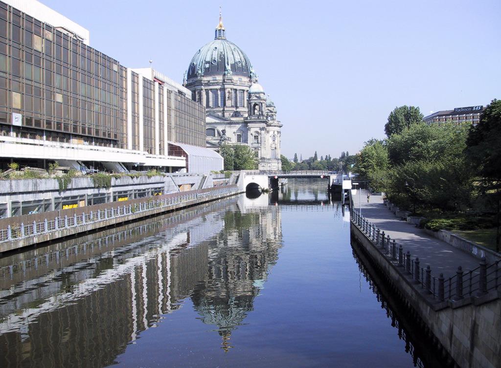 Berlin, Palast der Republik – gegen viele Widerstände aus politischen (Asbest!) Gründen 2006-2008 abgerissen. (Bild: Wilfried Dechau)