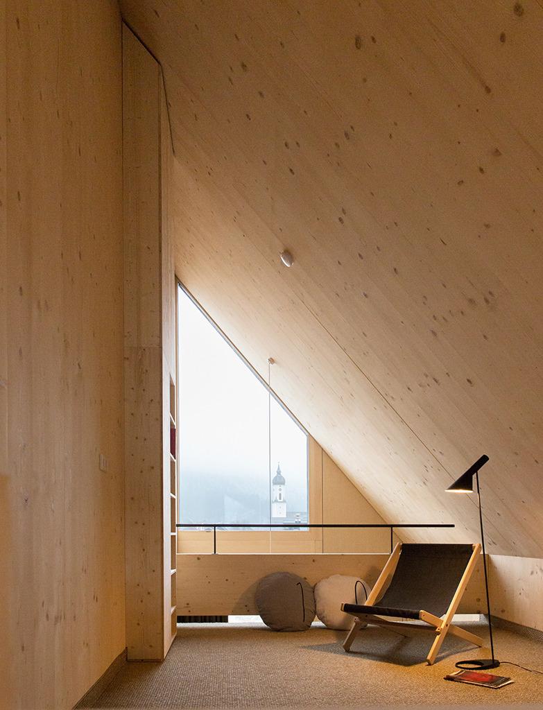 Hotelzimmer mit Blick zur Ortsmitte. (Bild: gap.Quartier GbR, Bert Heinzlmeier)