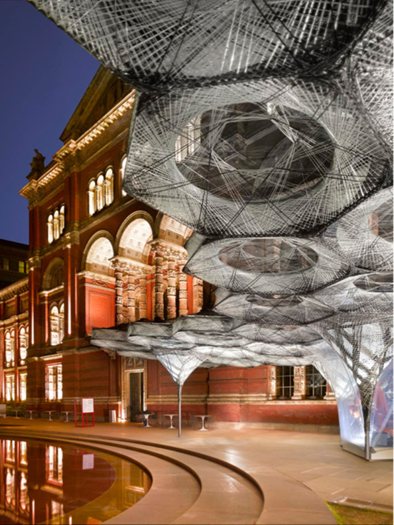 Untersicht der Faserkonstruktion im Hof des V & A-Museums (Bild: Roland Halbe)