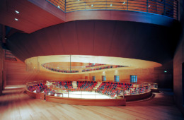 Blick von der Umgangsebene in den Saal (Foto: Volker Kreidler)