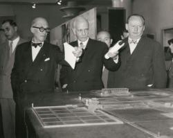 Otto Bartning mit Le Corbusier (links) und Hans Scharoun (Foto: Akademie der Künste, Berlin)