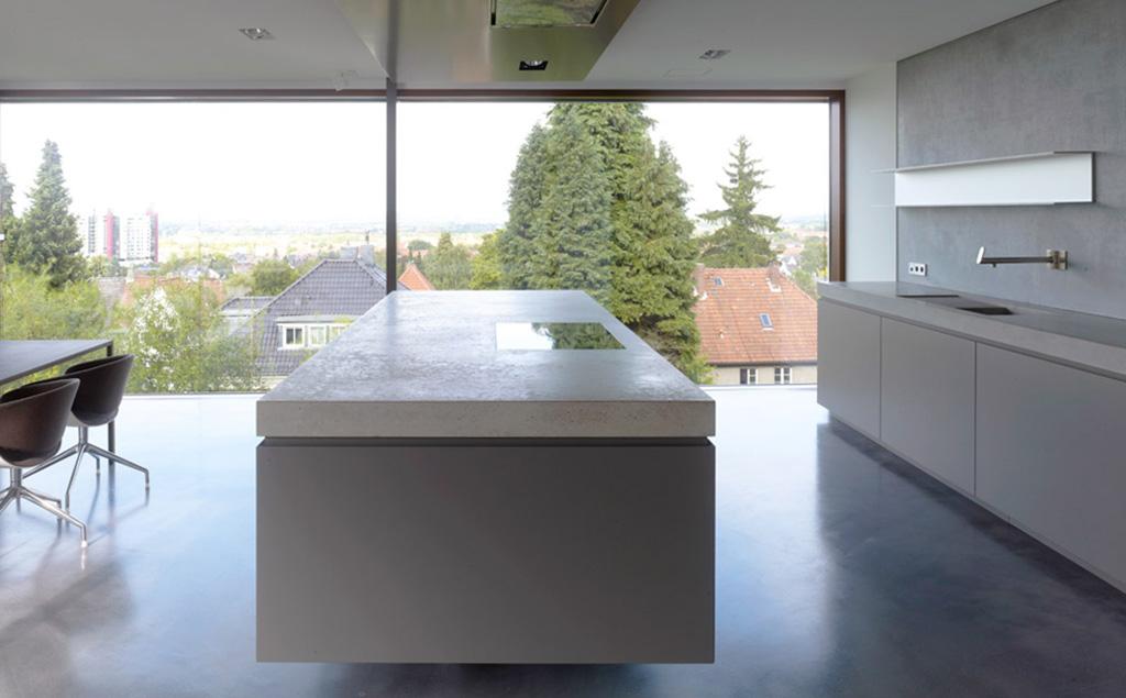 Puristische Glätte in Perfektion – Wohnhaus von Sebatian Büscher (Foto: Christian Richters)