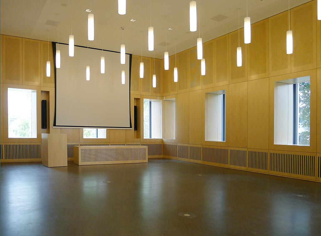 Veranstaltungssaal im Erdgeschoss (Bild: Ursula Baus)