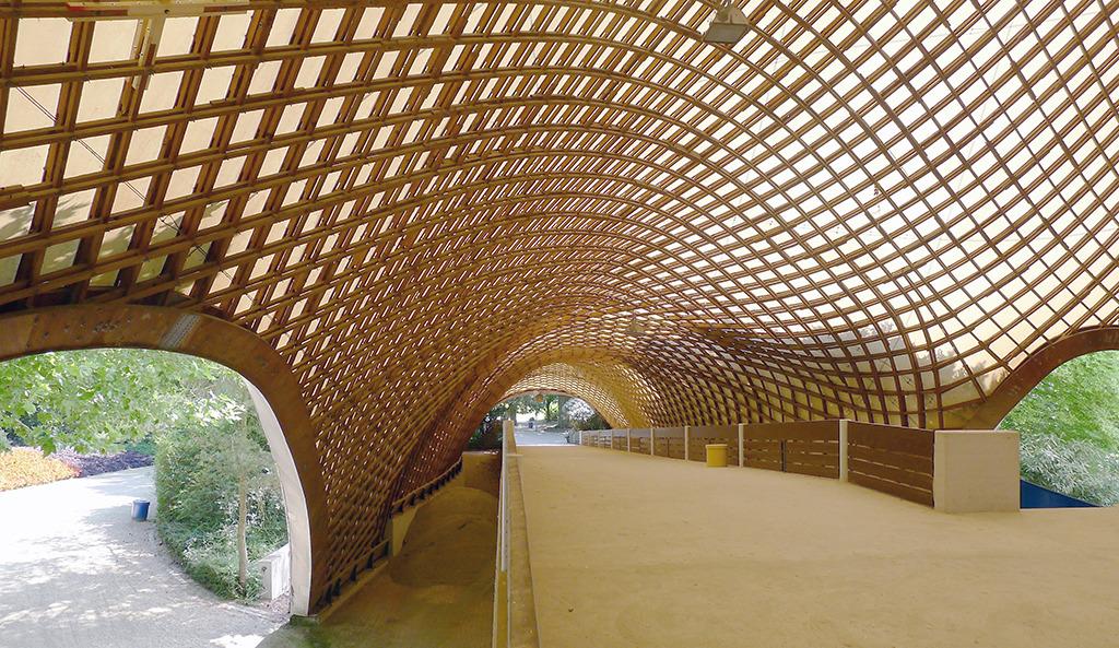 Außenbereich der Multihalle von Frei Otto (Bild: Ursula Baus)