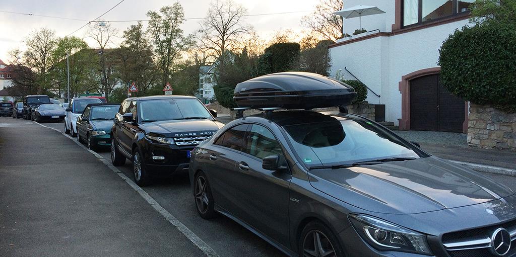 Der Elektrosmart als Öko-Beitrag in der Familienflotte aus Daimler, Rover, Maserati und Jeep? (Bild: Ursula Baus)