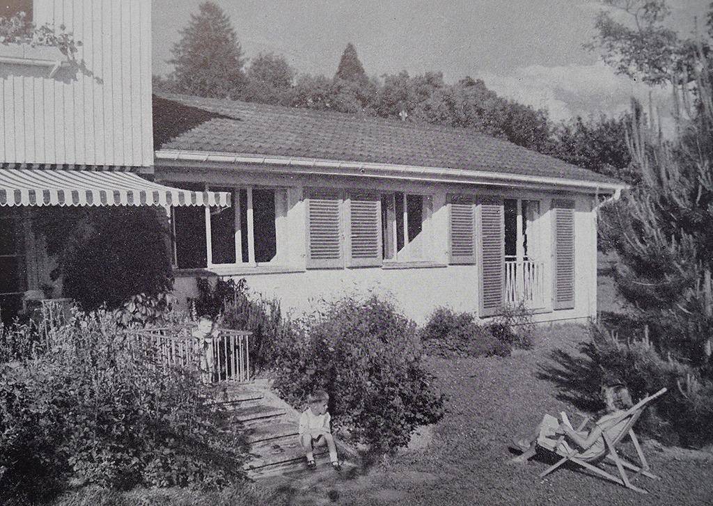 Einfamilienhaus in Genf, 1949 von André und Liv Rivoire: Idyll und Klischee der Kleinfamilie (Bild:Robert Winkler: Das Haus des Architekten. Zürich 1955)