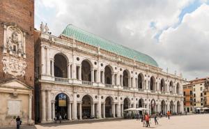 Basilica Palladiana in Vicenza, Fassade zur Piazza dei signori (Bild: Wikipedia, Didier Descouens)