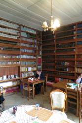 Ali Rüstem hat die bekannte Verlagsbuchhandlung seines Vaters Kemal durch ein Restaurant im Obergeschoss und ein Café im Erdgeschoss ergänzt. (Bild: Olaf Bartels)