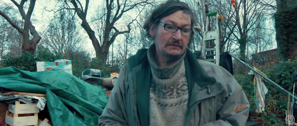 """Aus dem offziellen Video """"Zuhause"""" von Feine Sahne Fischfilet (Bild: Screenshot der Band-Website)"""