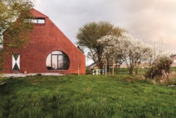 Preisträger 2018: Thomas Kröger Architekten aus Berlin bauten ein Haus am Deich in Ostfriesland. (Bild: DAM Presse)