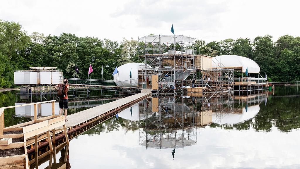 """""""Floating University"""" – ein Projekt von raumlabor. (Bild: Victoria Tomaschko, raumlabor, Berlin)"""