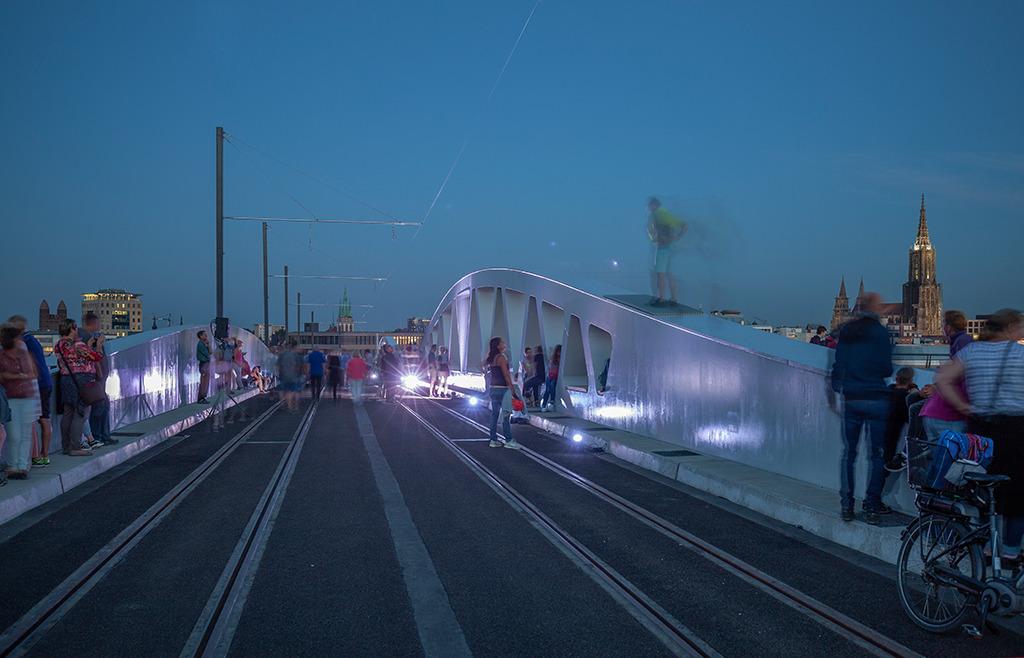 Die Ulmer Kienlesbrücke bei der Einweihung (Bild: Wilfried Dechau)