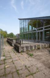 Terrasse und Vorfeld des Zentrums, Mai 2019 (Bild: Wilfried Dechau)