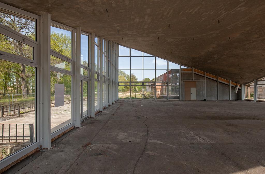Der lichtdurchflutete Innenraum des Kulturzentrums (Bild: Wilfried Dechau)