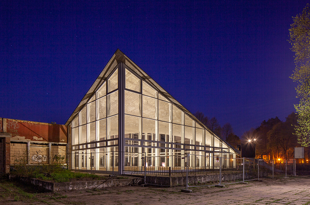 """Das Bürgerzentrum zur """"blauen Stunde"""" (Bild: Wilfried Dechau)"""