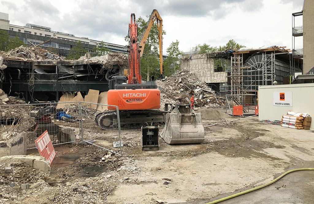In Stuttgarts Stadtmitte wird seit Jahren alles abgerissen, was nicht niet- und nagelfest ist. Planerische Vernunft und Denkmalpflege spielen dabei keine Rolle. (Bild: Ursula Baus)