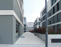 Zugang von der Straße zum Wohnungshof (Bild: Ursula Baus)