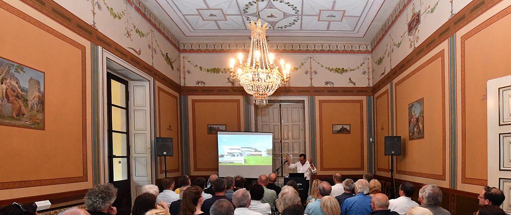 """Bilder einer Apologeten-Architektur der """"weißen Moderne"""" im Festsaal der Villa Ludwigshöhe in Edenkoben (Bild: Kai Mehn)"""