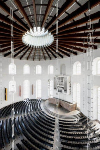 Blick aus dem ehemaligen Regieraum in den Saal, 2019 (Foto: Moritz Bernoully)