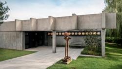 Haus Domnick in Nürtingen. Das Wohn- und Galeriegebäude wurde 1967 nach Plänen von Paul Stohrer, 1967. gebaut. 1982 wurden Haus und Sammlung als Kulturdenkmal von besonderer Bedeutung in das Denkmalbuch eingetragen. (Bild: Jörg Widmaier, 2017)