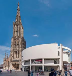 Stadthaus in Ulm, 1986-93 nach Plänen Richard Meiers gebaut und 2018 als Kulturdenkmal anerkannt. (Bild: Jörg Widmaier, 2018)