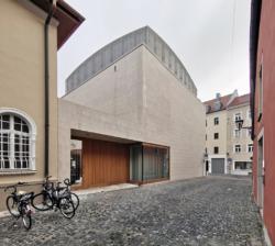 Eingang von der **_Straße (Bilder: Wilfried Dechau)