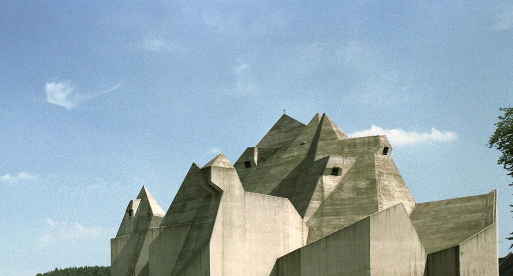 """Gottfried Böhm: Wallfahrtskirche """"Maria, Königin des Friedens"""", Neviges / 1963–68 (Bild: Inge und Arved von der Ropp /Irene und Sigurd Greven Stiftung, ca. 1968)"""