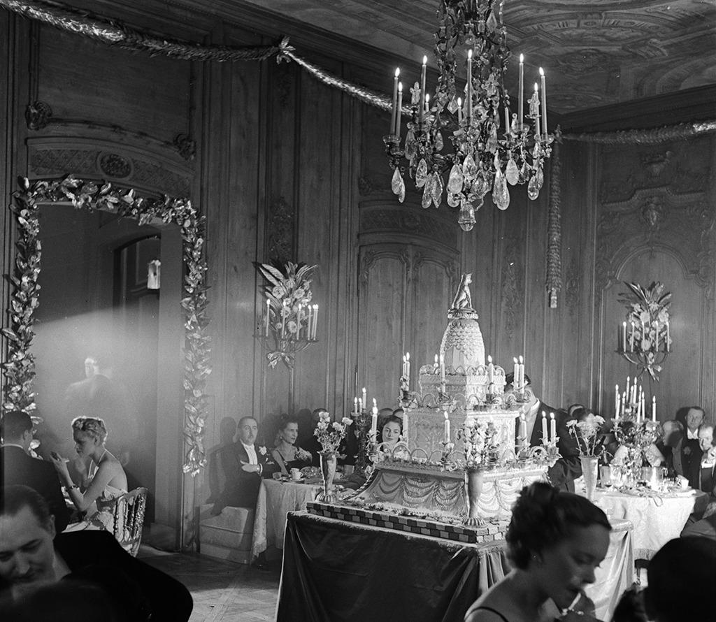Elsie de Wolfe: Feier zu ihrem 80. Geburtstag in der Villa Trianon, Versailles, Frankreich, 1905-1950 (© Jean-Frédéric Schall, Bild: Roger Schall, 1938)