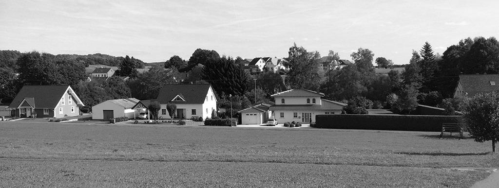 Auf Abstand gebaut: Immer wieder werden neue, platzraubende Einfamilienhausgebiete ausgewiesen. (Bild: Ursula Baus)
