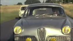 Auch eine Liaison: Architekt und Auto. Piccoli fährt 1970 den Alfa Romeo Giulietta Sprint von 1959 (Bild: siehe Anmerkung 2)