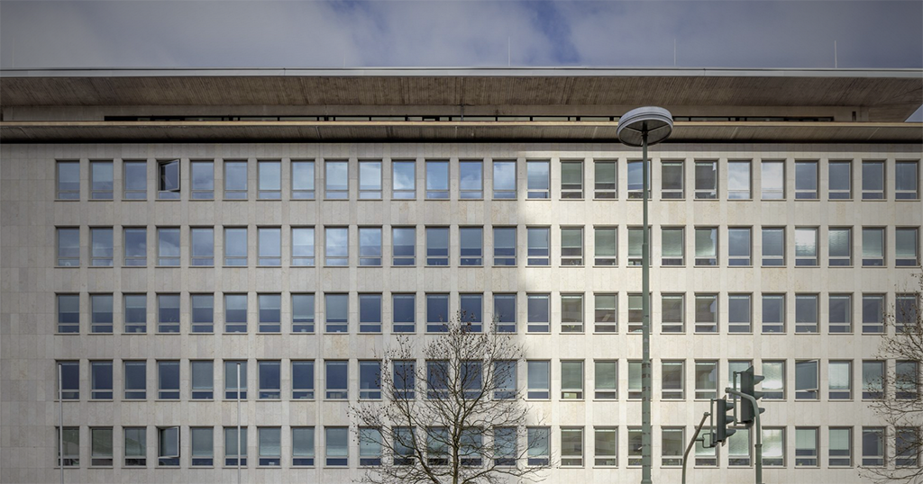 schneider+schumacher sanierten in Kaiserslautern ein Fassade aus den 50er Jahren in vorbildlicher Weise. (Bild und Informationen schneider+schumacher)
