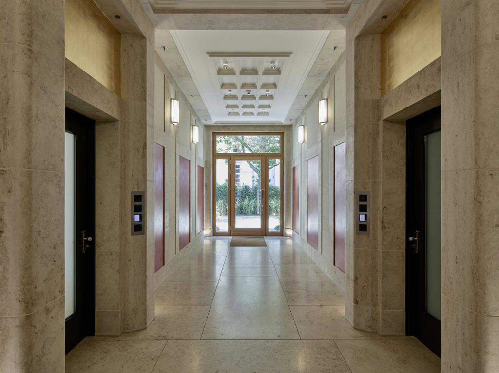 Palais Holler, Interieur (Bild: aus dem besprochenen Band, Meisse)
