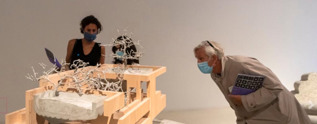 Die aktuelle Ausstellung bis 22. Oktober: Omer Arbel – architektonische Experimente in Material und Form (Bild: Aedes)