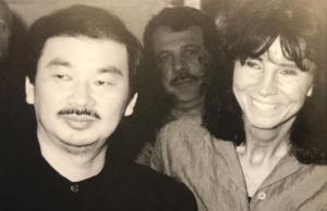 Mit dem japanischen Architekten Shigeru Ban, Ausstellung 2001 (Bild: Aedes)