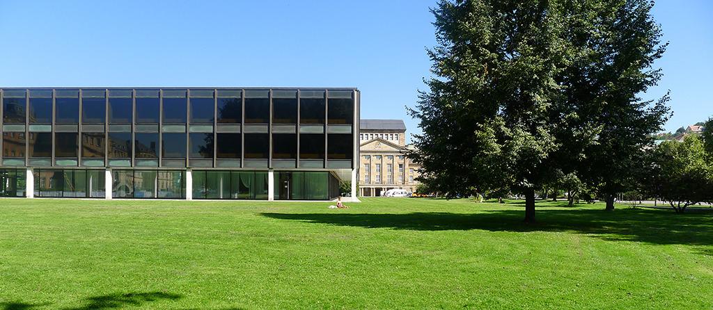 Der Landtag von Horst Linde und die Staatsoper von Max Littmann – dazwischen wohltuende, großzügige Freiräume (Bild: Ursula Baus)