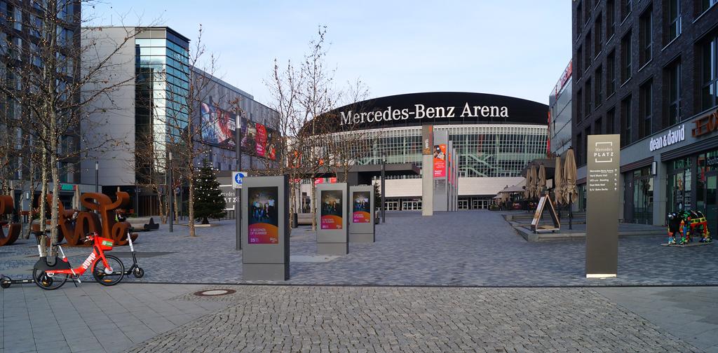 2107_SL_grunze_MercedesBenzPlatz