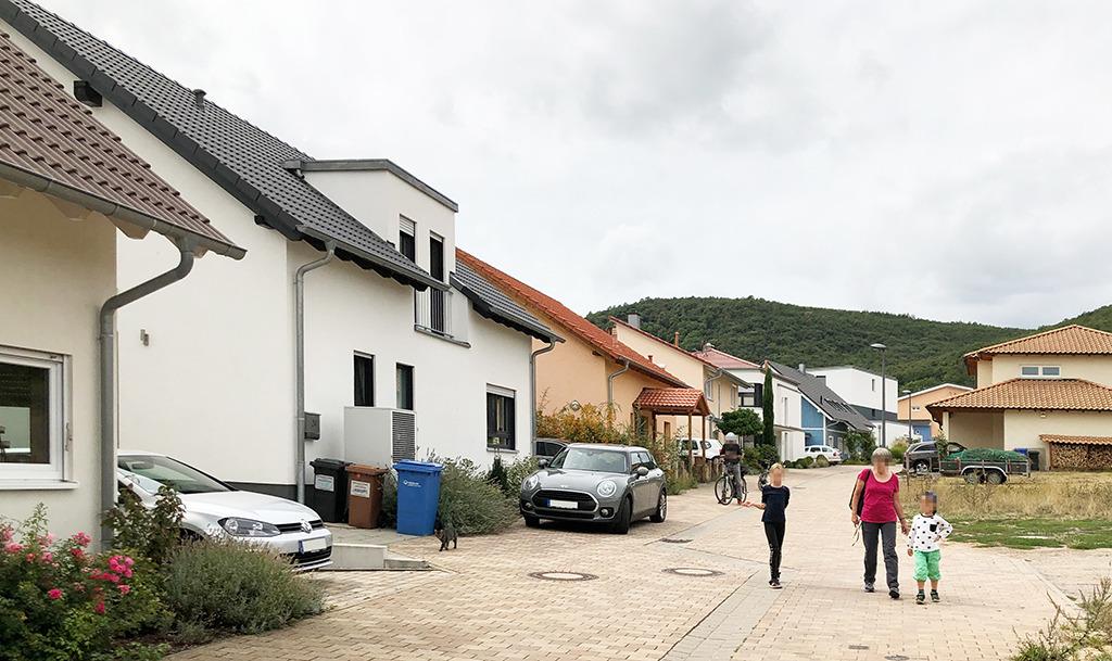 Wer hat hier als Bauherr*in daran gedacht, was die Qualität eines öffentlichen Straßenraumes ausmacht? (Bild: Wilfried Dechau)