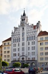 Prag-Dejvice, Verwaltung und Studentenwohnheim der tschischen hussitischen Kirche