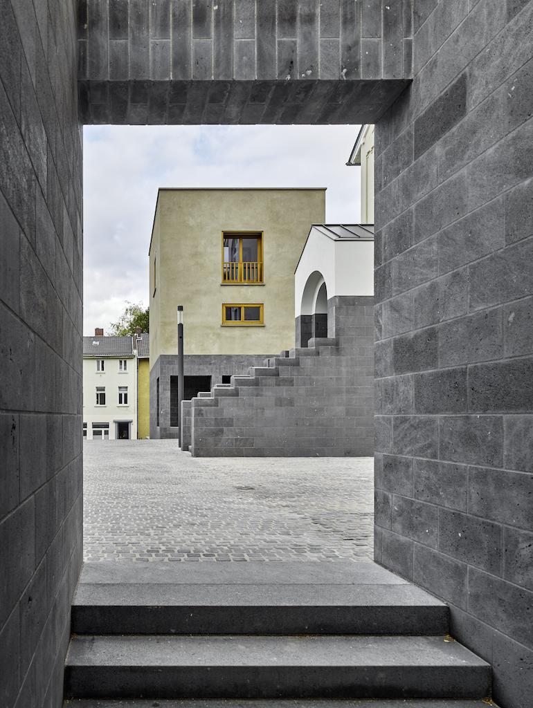 2117_AT_StefanMueller_UweSchroeder_Galerie-undAtelierhaus_Bonn_2009–2015_01