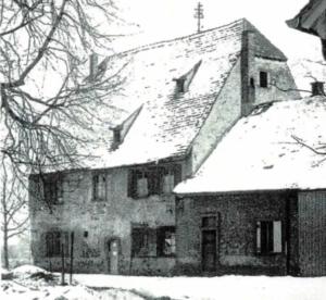 """Vor der Sanierung: Das """"Rote Haus"""" in Karlsruhe (Bild: Archiv)"""