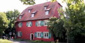 Repariert, saniert, neu genutzt: Das Rote Haus (Bild: Hiegel)