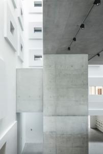 Lichtfuge zwischen Bestand und Neubau (Bild: Roland Halbe)