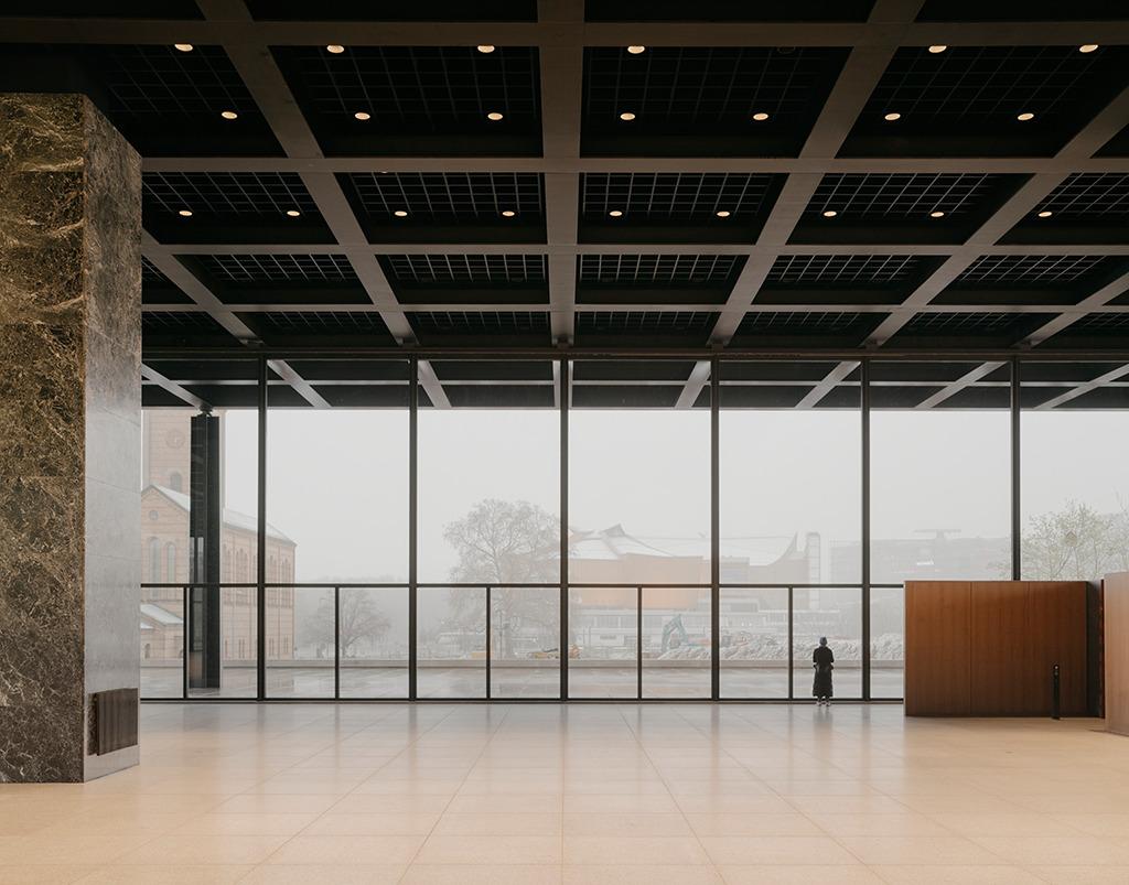 Dieser Blick aus der Haupthalle wird, sollte das Museum von Herzog & de Meuron wie geplant gebaut werden, nur noch kurz zu genießen sein. Danach schaut man an eine banale Hauswand. (Bild: Simon Menges, Berlin)