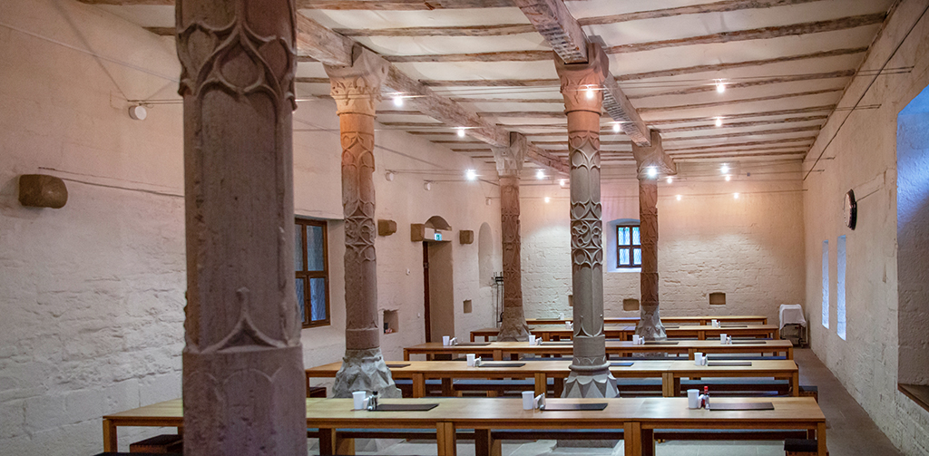 Neuer Speisesaal in der Abt-Entenfuß-Halle, die durch einen Glasgang mit der neuen Küche verbunden ist. (Bild: Wilfried Dechau)