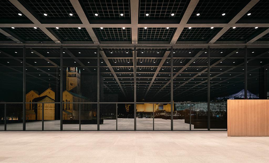 Lichtinszenierung am Kulturforum; eine Stadt wie Berlin braucht nicht nur breite Straßen, sondern große Freiräume. Dieser wird am Kulturforum verschwinden. (Bild: Simon Menges, Berlin)