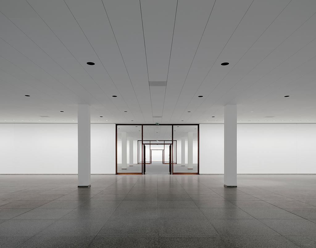 Treppenhalle im Untergeschoss (Bild: Simon Menges, Berlin)