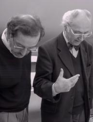 Hans-Eberhard Hees und Manfred Sack (Architekturkritiker der ZEIT, rechts), gemeinsam in der architekturbild-Jury 2001 (Bild: Wilfried Dechau)